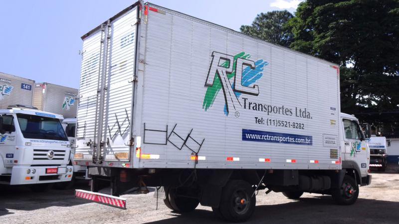 Caminhão Três Quartos